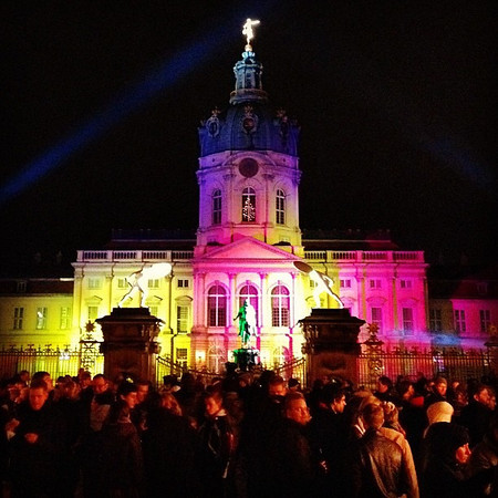 Gluhwein gets the crowds stirring at Schloss Charlottenburg Christmas market #Berlin