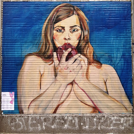 Is she eating a heart or an apple? Inquiring minds want to know. Just another piece of Berlin #streetart, spied just off Oranienplatz.