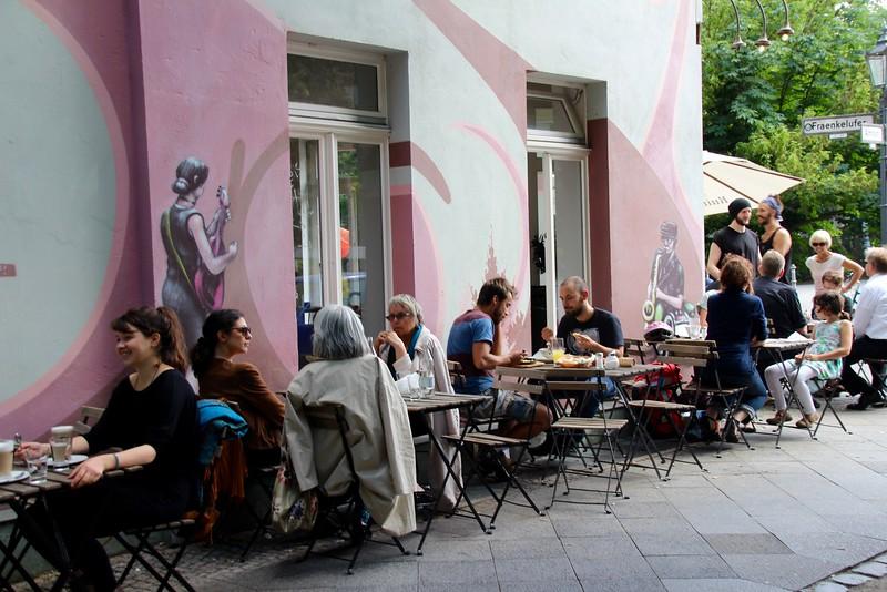 Kreuzberg'de Kaldırım Kafe