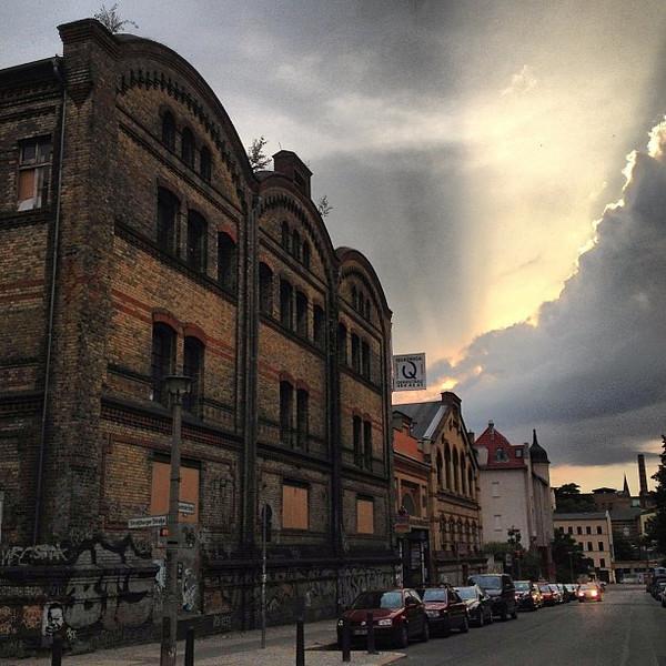 No foolin'. Actual slice of wild Berlin sunset + a fine piece of Prenzlauerberg street scene grit. #stormfront #skyporn