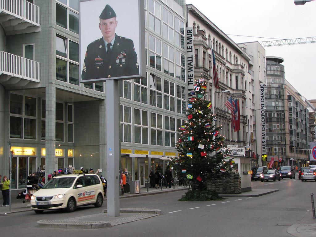 Checkpoint Charlie - Berline, Germany