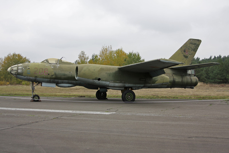 """208 Ilyushin IL-28B """"East German Air Force"""" c/n 55006448 Berlin-Gatow/EDBG/GWW 21-10-09"""