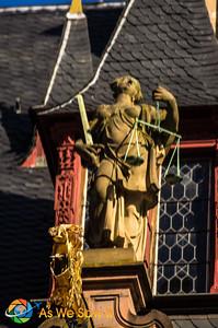 Heidelberg Castle statue in courtyard