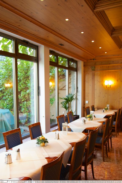 King's Hotel Center Breakfast Tables