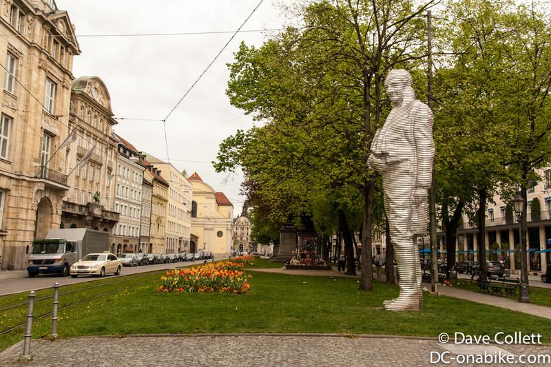 Cool big statue- it almost looks digital..