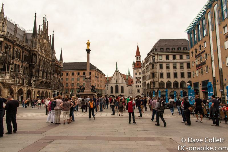 Crowds in the Marienplatz