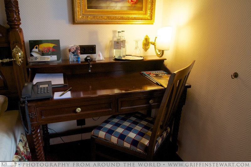 King's Hotel Center Desk