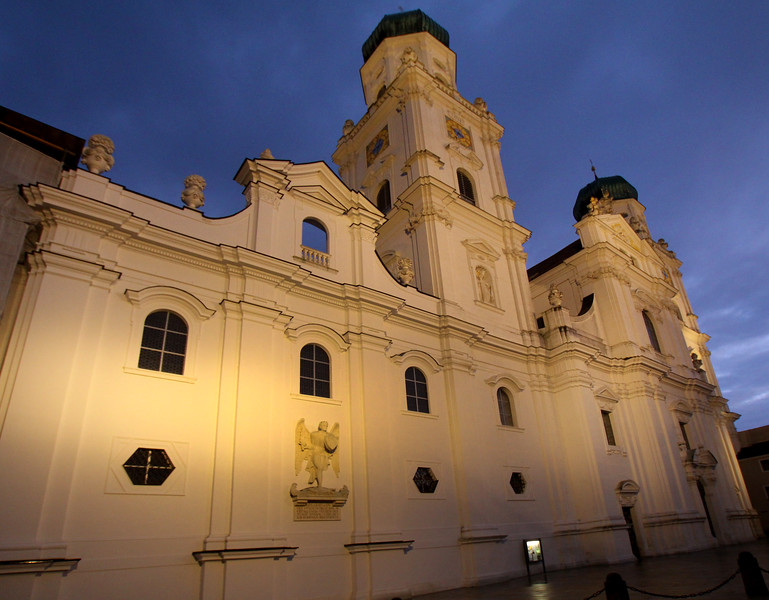Passau, St. Stephan's Cathedral, Nightime glow