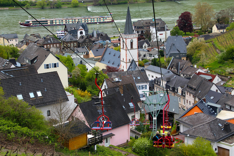 Rüdesheim Germany,  Cable Car Descent into the Town of Assmannshausen