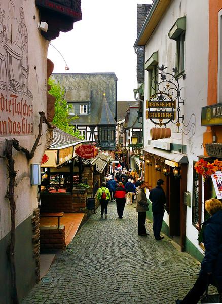 Rüdesheim Germany, View on Famous Drosselgasse