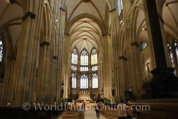 Regensburg - St Peter's Cathedral - Nave 1