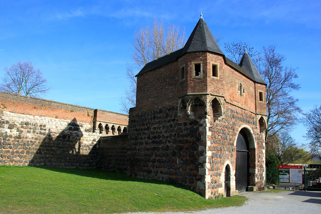 Gatehouse of the Walled Town of Zons, Germany - Photo