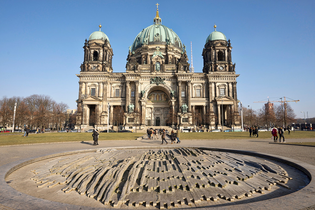 berliner dom exterior front with sculpture in foreground