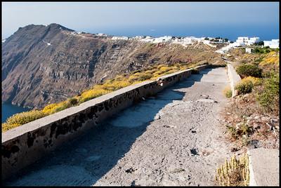 The walk to Oia, Santorini