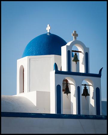 Church on the walk to Oia