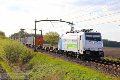 186-421 passes Gilze Rijen on an intermodal  01/05/15