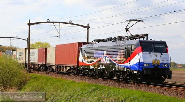 189-213 passes Gilze Rijen on an intermodal 01/05/15  Watch the video at: https://youtu.be/PFM8X_PVulk