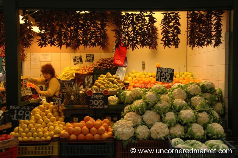 Citrus and Cauliflower, Lehel Market - Budapest, Hungary