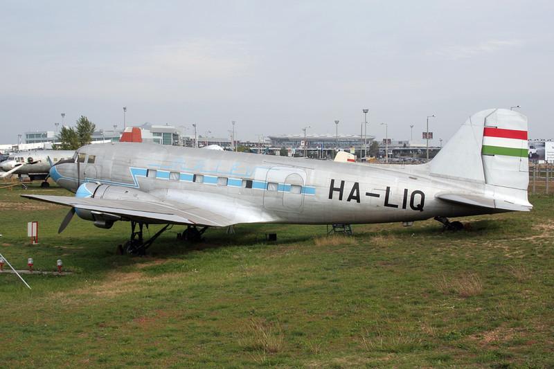 "HA-LIQ Lisunov Li2T ""MALEV"" c/n 23441206 Budapest-Ferihegy/LHBP/BUD 27-09-07"