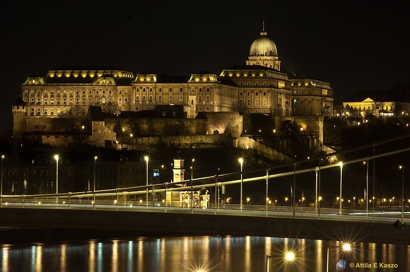 Castle and Chain Bridge at night.