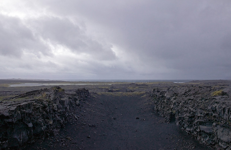 rift betw American and European tectonic plates