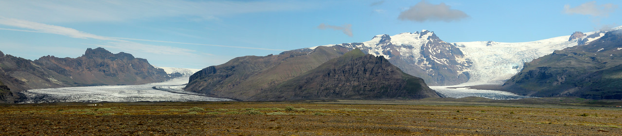 Skeiðarársandur is the largest sandur in the world between the Vatnajökull glacier and the sea, covering an area of 500 square miles.