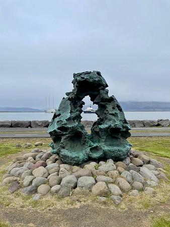 Íslandsvarðan Sculpture