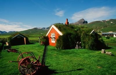 Sod covered home, Borgarfjordur Eystri (Bakkagerdi), Lindarbakki