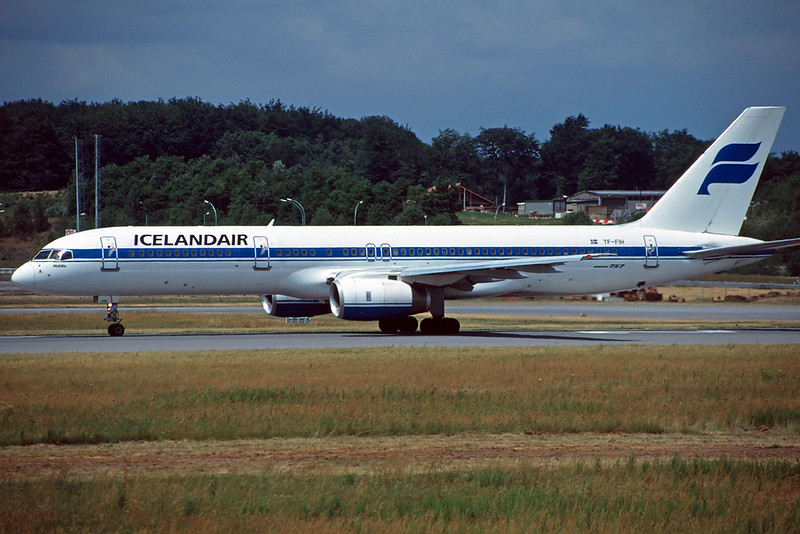 TF-FIH Boeing 757-208 c/n 24739 Luxembourg/ELLX?LUX 22-06-96 (35mm slide)