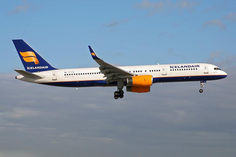 """TF-FIJ Boeing 757-208 """"Icelandair"""" c/n 25085 Miami/KMIA/MIA 04-12-08"""