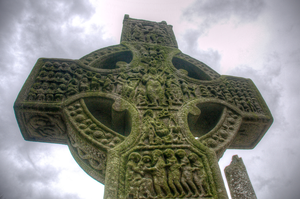 A celtic cross in an Irish graveyard
