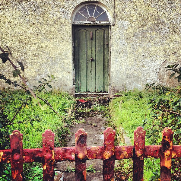 Rusted gate, spooky door. One of the many fine bits along our drive of County Sligo, Ireland. This one from Easkey Beach. #dna2ireland