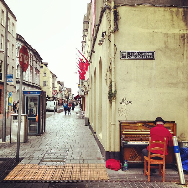 The piano man of Plunkett Street. Cork (or Corcaigh, if you prefer Gaelic), Ireland #dna2ireland