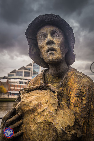 Sculpture of an Irish Emigrant during the Time of the Potato Famine (©simon@myeclecticimages.com)