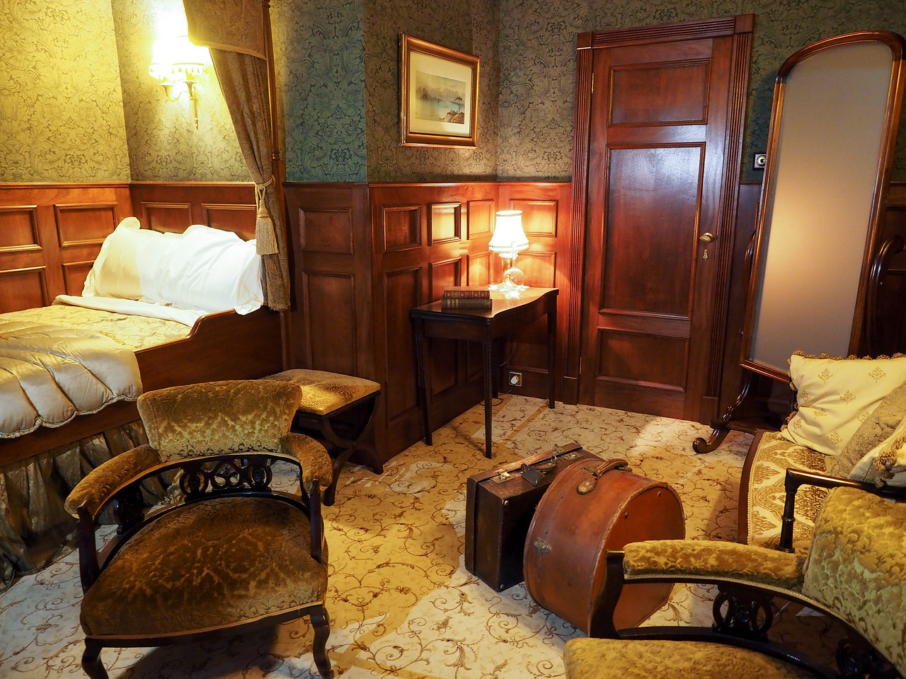 Titanic Experience First Class cabin
