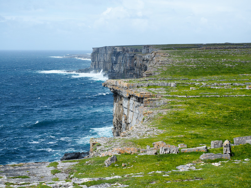 Sea cliffs of Inis Mor