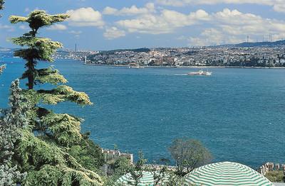 Le Bosphore vu des terrasses du palais de Topkapı