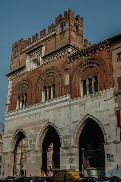 Palazzo Gotico (14C)