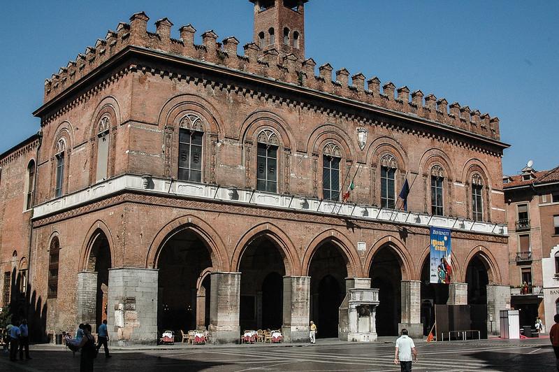Palazzo Comunale (13C)