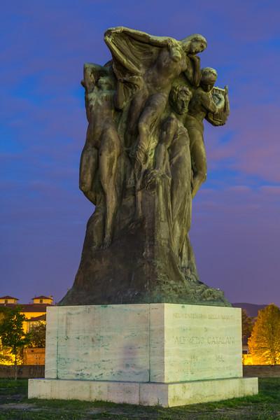 Lucca Statue