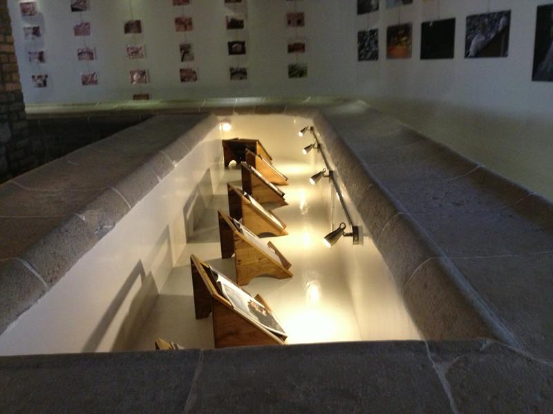 Marble wash basin decorates the lobby at Il Lavatoio.