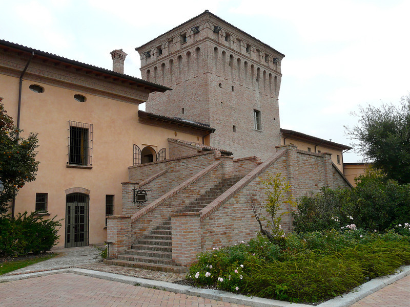 Boomer travel - romantic getaways - stay at La Tavola Rotonda for a romantic stay in an Italian castle. Click through to read about our favorite places to stay in Italy. Perfect for your next boomer vacation.