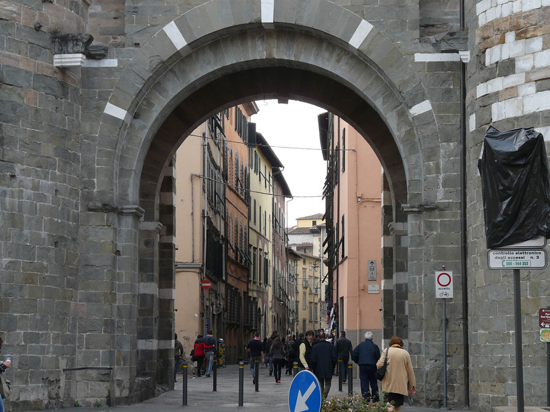 Entering one of Lucca's gates