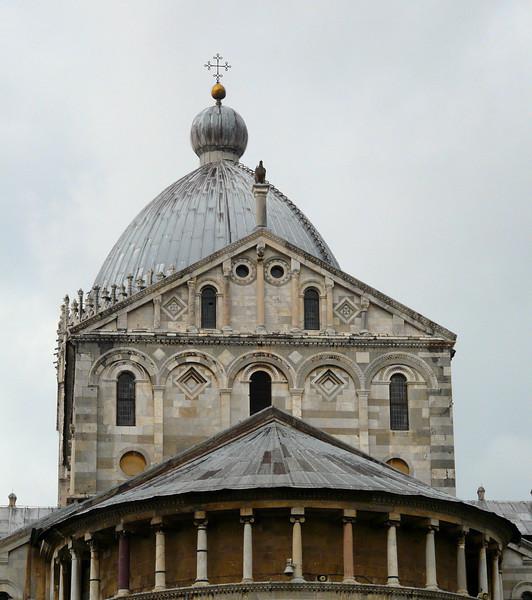 Architectural detail at Pisa's Duomo