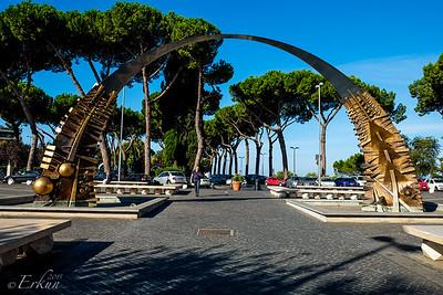 Giuseppe Garibaldi Square - l'Arco di Pomodoro