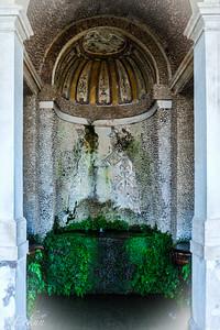 Villa d'Este - Niche b/w the Twin Fountains