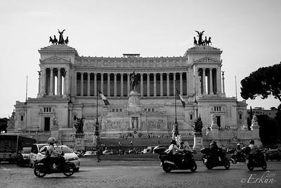 Il Vittoriano - across Piazza Venezia