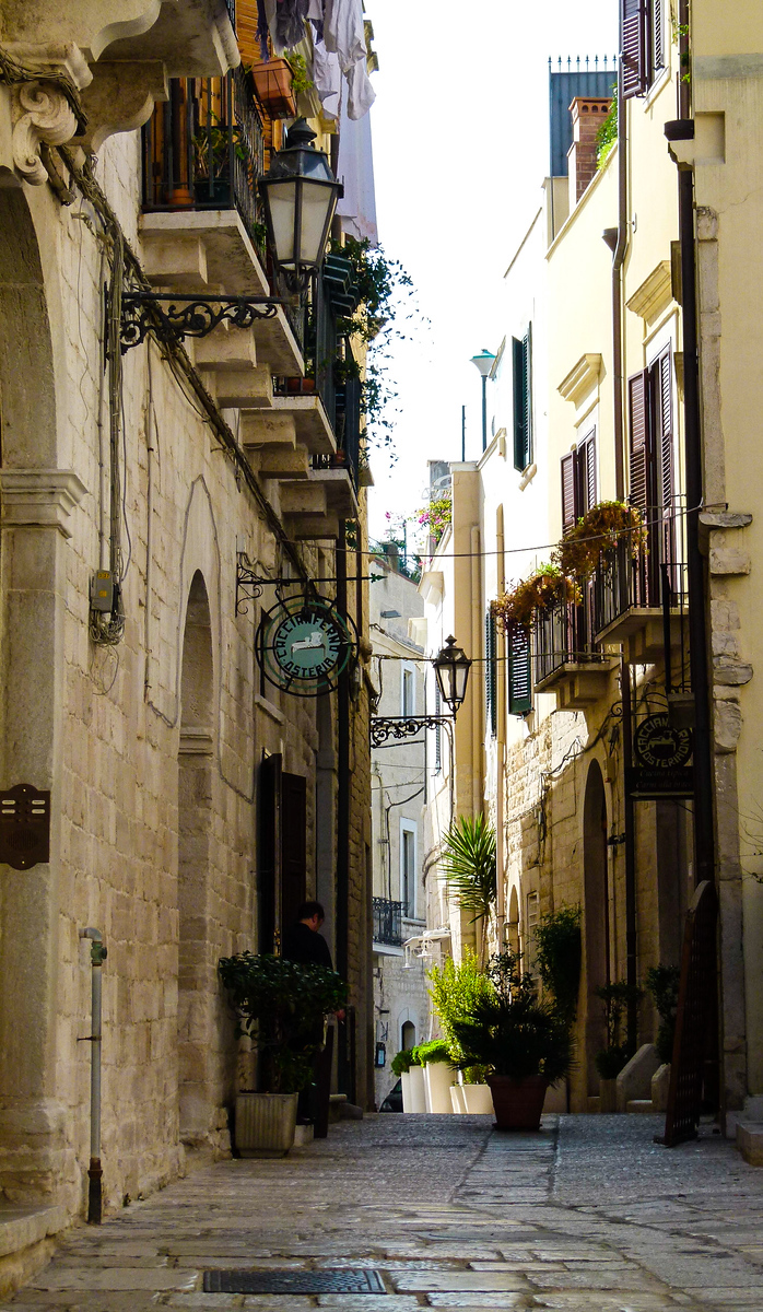 On a boomer vacation in Italy walk the narrow streets in Trani's Old Jewish Quarter. This lovely city in southern Italy is a joy to visit. #Italy #Trani #boomertravel