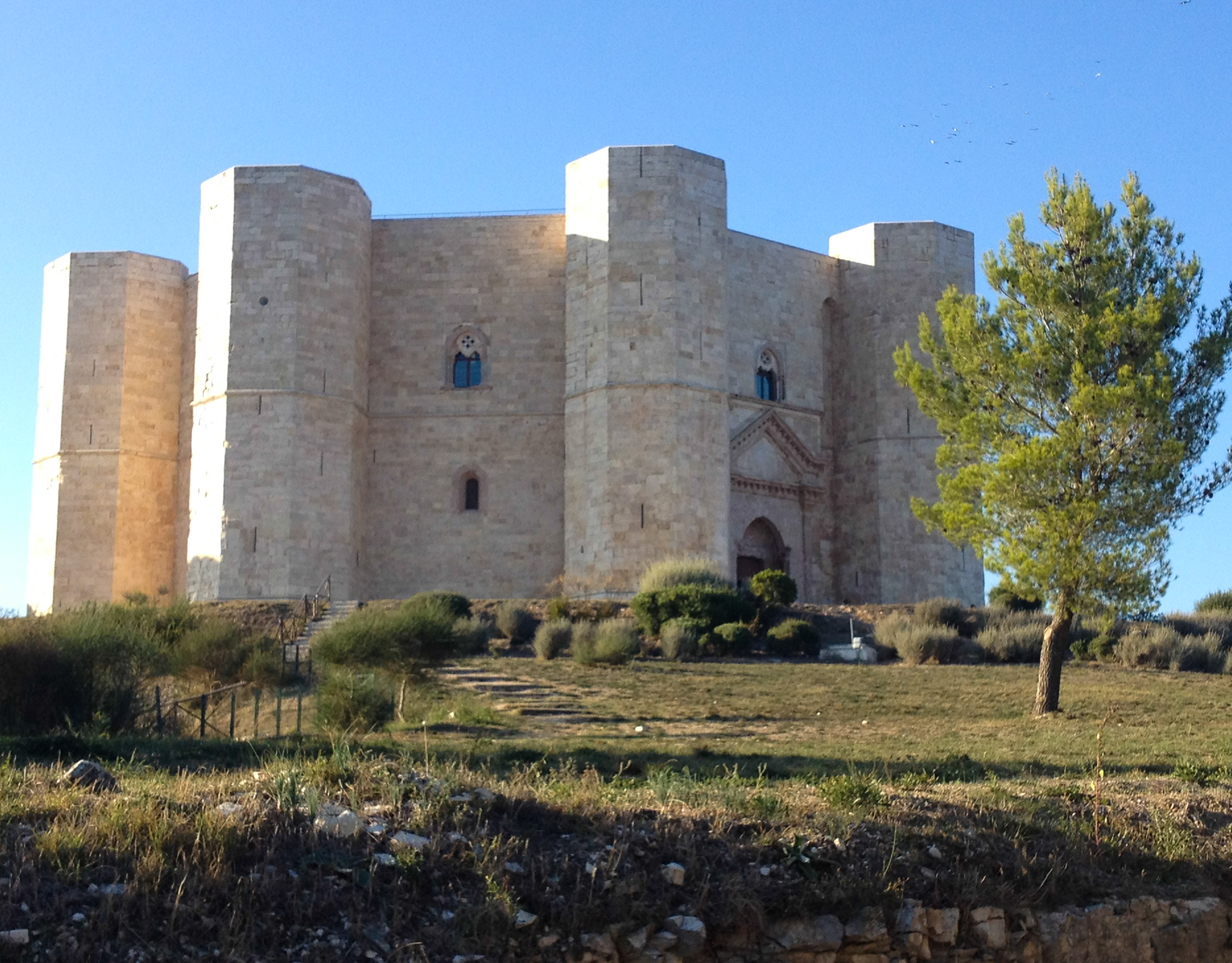 Castel del Monte makes a fun side trip when you visit Trani, Italy. Be sure to include it on your boomer vacation in Italy. #boomertravel #Italy #castle
