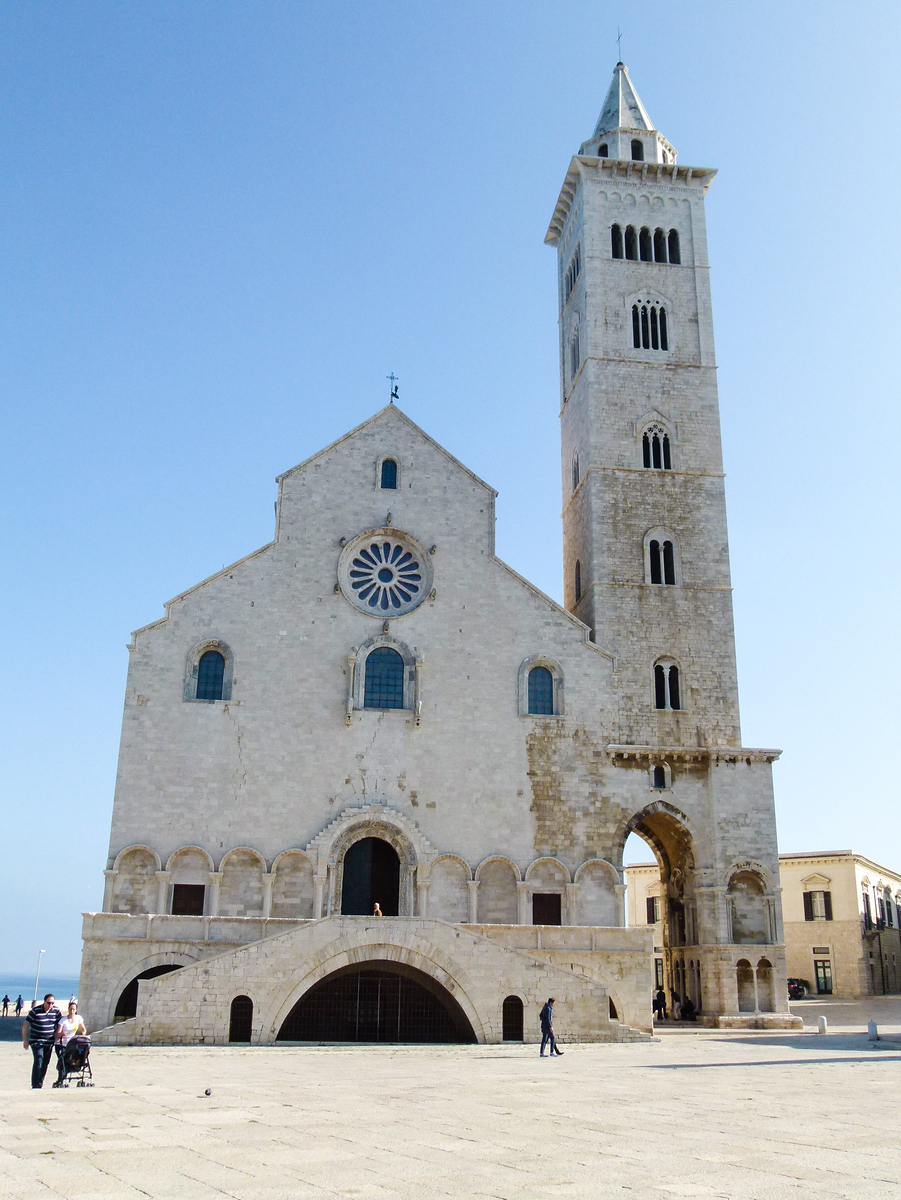 Trani Cathedral dominates the skyline in Trani, Italy. Be sure to visit on your boomer vacation in Italy. #boomer #vacation #Italy